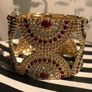 Beautiful costume jewerly stretch bracelet!